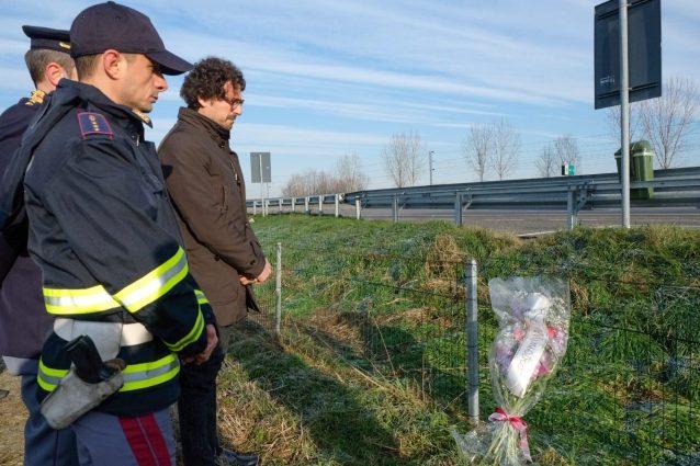 Il ministro Toninelli sul luogo dell'incidente mortale sulla A1 (Facebook)
