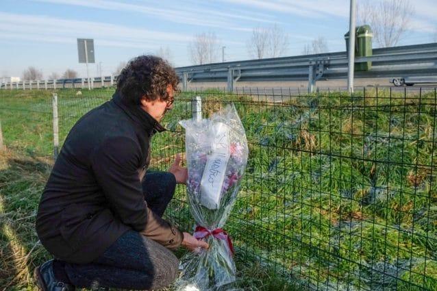 Danilo Toninelli rende omaggio alla vittima dell'incidente sull'Autostrada A1 causato dai cinghiali (Facebook)