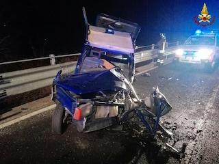 Si ribalta un'automobile a Cisano Bergamasco: ferita una mamma e i figli di due e sette anni