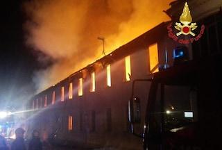 Bovisio Masciago, incendio in un capannone abbandonato usato dai senzatetto: paura ma nessun ferito