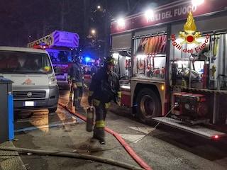Milano, incendio nelle cantine di un palazzo: 31 persone evacuate nella notte