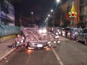 L'auto ribaltatasi nell'incidente di Via Danubio avvenuto questa notte a Milano.