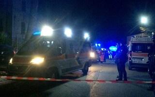 Milano, anziano travolto da un'auto mentre attraversa, cade e sbatte la testa: è grave