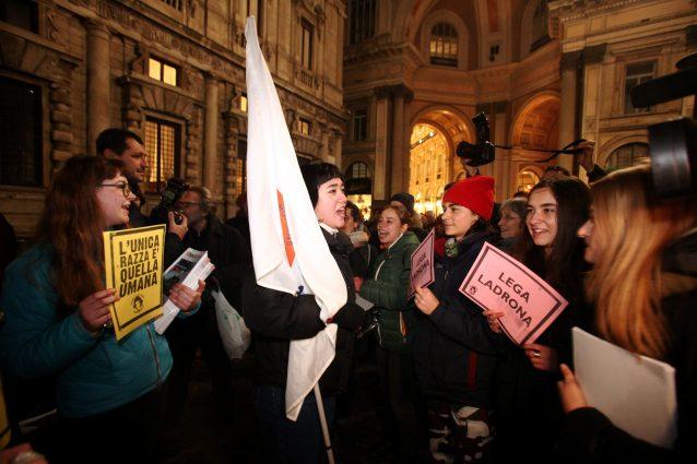 La manifestazione contro il Decreto Salvini a Milano (LaPresse)