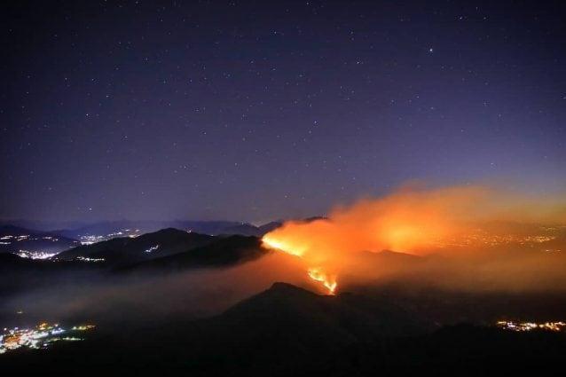 Monte Martica in fiamme negli scorsi giorni (Foto Instagram)