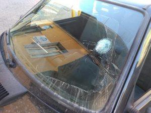 Auto colpita da proiettili (Immagine di repertorio)