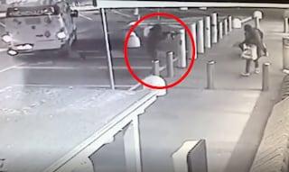 Rapina col kalashnikov all'Eurospin di Cologno: le drammatiche immagini dell'assalto al portavalori