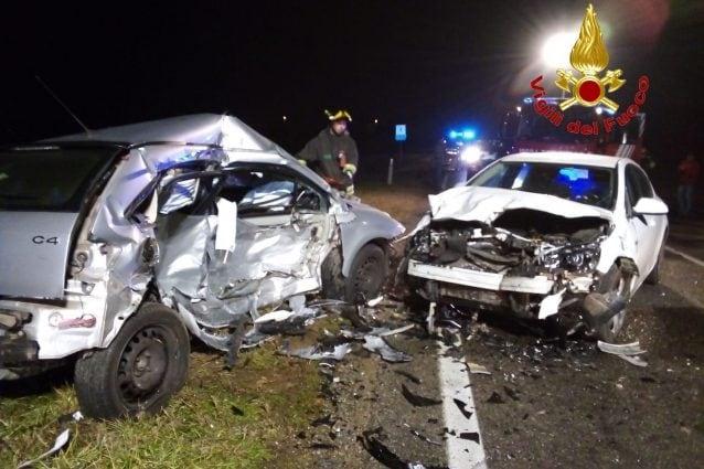 Le vetture distrutte (Foto: Vigili del fuoco)