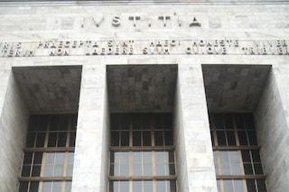 Milano, avvocato praticante precipita nella rampa di scale del Tribunale: è grave