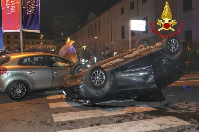 Le immagini dell'incidente avvenuto in piazza Risorgimento, a Melzo
