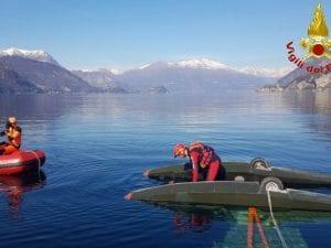 Aereo precipita nel lago di Lecco – foto vigili del fuoco