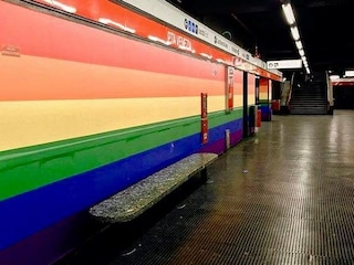 Milano, l'arcobaleno dei diritti Lgbt alla fermata metro Porta Venezia è salvo
