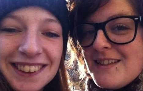 A sinistra Deborha Sartori e a destra la sorella Marisa, uccisa dall'ex marito