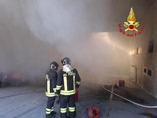 Incendio in un supermercato Carrefour a Legnano: il fumo invade i locali