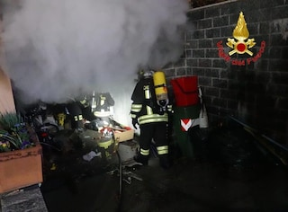 Incendio in una tavernetta nel Milanese: due persone finiscono in ospedale