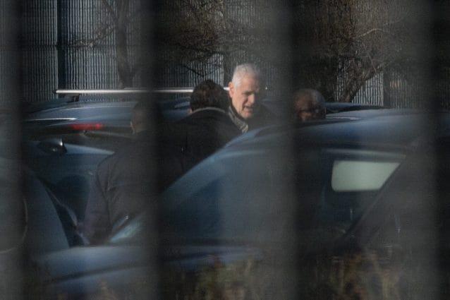 Roberto Formigoni all'esterno del carcere di Bollate prima di entrarvi