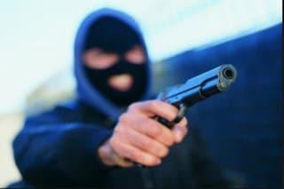 Nova Milanese, rapina in appartamento: ladro spara a un ragazzo di 27 anni