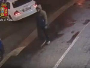 Un frame dei filmati delle telecamere di sorveglianza dove si vede l'assassino di Marilena Negri