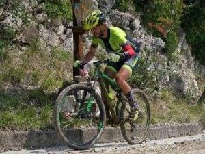 Un'immagine di Nicola Costa in sella alla sua mountain bike (foto Facebook)