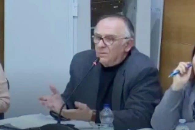 L'assessore Manlio Paganella durante il suo contestato intervento