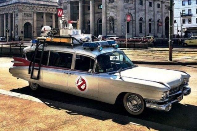 L'auto dei Ghostbusters avvistata a Milano (Foto da Instagram di Supermantega)