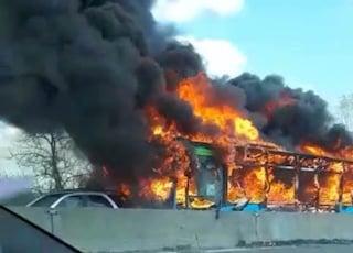 San Donato, bus incendiato: autista aveva premeditato tutto da giorni. Pm: gesto di lupo solitario