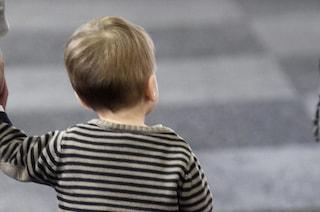 Milano, bimbo di 3 anni si perde in piazza Duomo: babysitter lo ritrova grazie a due passanti