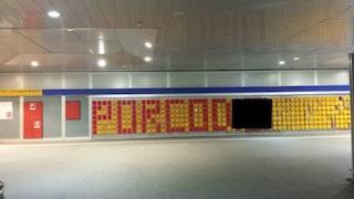 Una bestemmia compare sul muro della stazione di Rho-Fiera