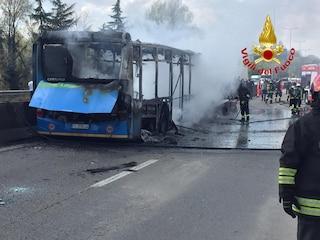 San Donato Milanese, autista dirotta bus pieno di studenti e gli dà fuoco: 12 ragazzini intossicati
