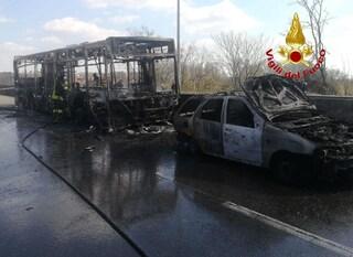 San Donato Milanese, bus dirottato e dato alle fiamme con 51 studenti a bordo: cosa sappiamo finora