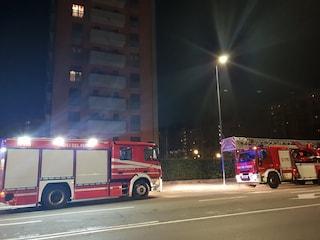 Principio di incendio in un palazzo in via Forze Armate a Milano: fumo dal vano ascensore