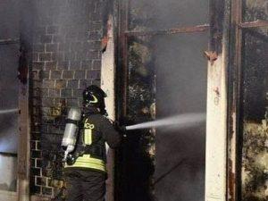 Il bar andato incendiato a Pavia domenica notte (Instagram)