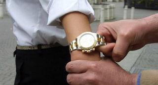 Bergamo, bullo minorenne sottrae l'orologio a un 19enne e poi lo minaccia: indagato per estorsione