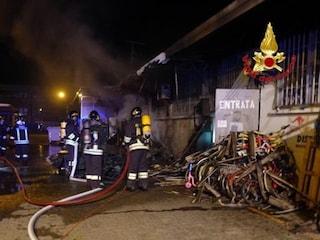 Cassina de' Pecchi, in fiamme Outlet dell'Usato: sul posto 4 automezzi dei vigili del fuoco