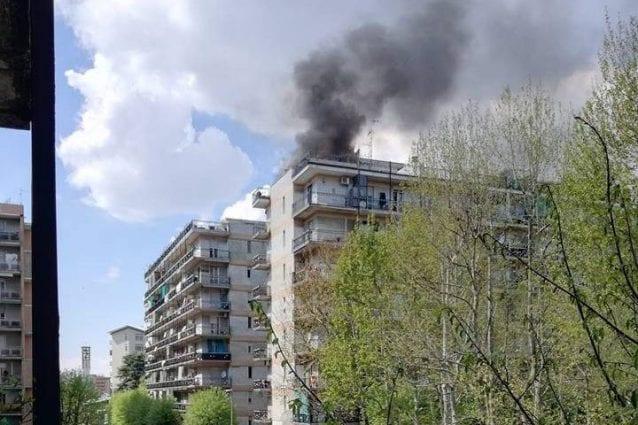Il condominio in fiamme a Pioltello (foto Facebook)