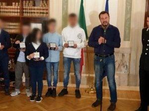I bambini del bus ricevuti da Matteo Salvini.
