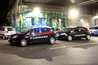 Cesano Boscone, sperona le auto dei carabinieri e fugge contromano per le vie del centro: arrestato