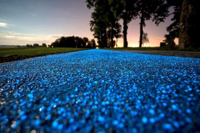La Glowing Blue Bike Lane costruita in Polonia