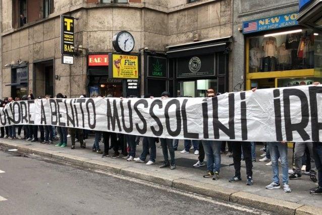 Lazio, striscione shock a Milano:
