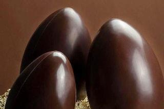 Milano, la figlia 20enne apre in anticipo l'uovo di Pasqua, il padre le rompe il setto nasale