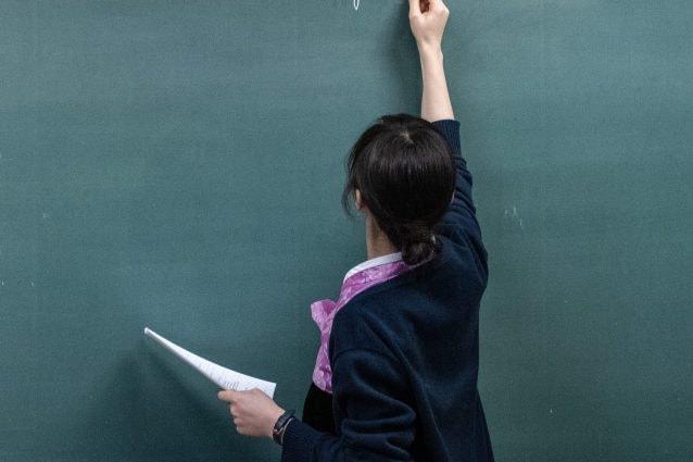 Lodi, alunna sospesa: la madre aggredisce l'insegnante. Salvini: