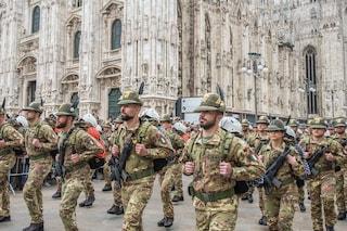"""Adunata degli alpini, 80mila alla sfilata nel centro di Milano. Mattarella: """"Orgoglioso di voi"""""""