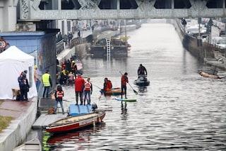 Milano, 49enne cade nelle acque del Naviglio Grande: recuperato dai vigili del fuoco