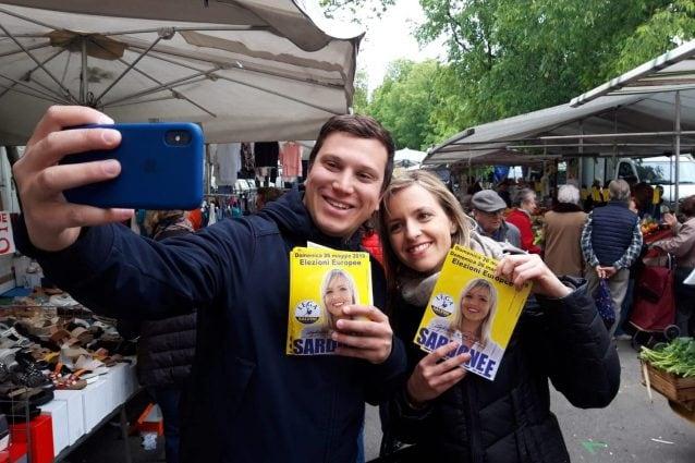 Il consigliere di municipio Stefano Pavesi con la candidata alle elezioni europee Silvia Sardone