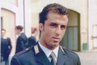 Vent'anni fa la rapina di via Imbonati: Milano ricorda l'agente Vincenzo Raiola falciato dai mitra