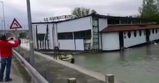Maltempo: ristorante si stacca dagli ormeggi a causa del forte vento e va alla deriva sul Mincio