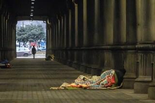 Como, prendono di mira un senzatetto lanciandogli sassi e bottiglie: denunciati tre ragazzi