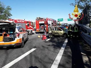 Tre incidenti sulla A21 Brescia-Torino, sei feriti: autostrada chiusa al traffico