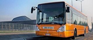 Nerviano, ruota si stacca da un suv e colpisce un bus pieno di pendolari: dieci feriti