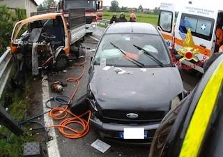 Milano, incidente stradale a Noviglio tra un'auto e un furgone: ferite tre persone, grave una donna